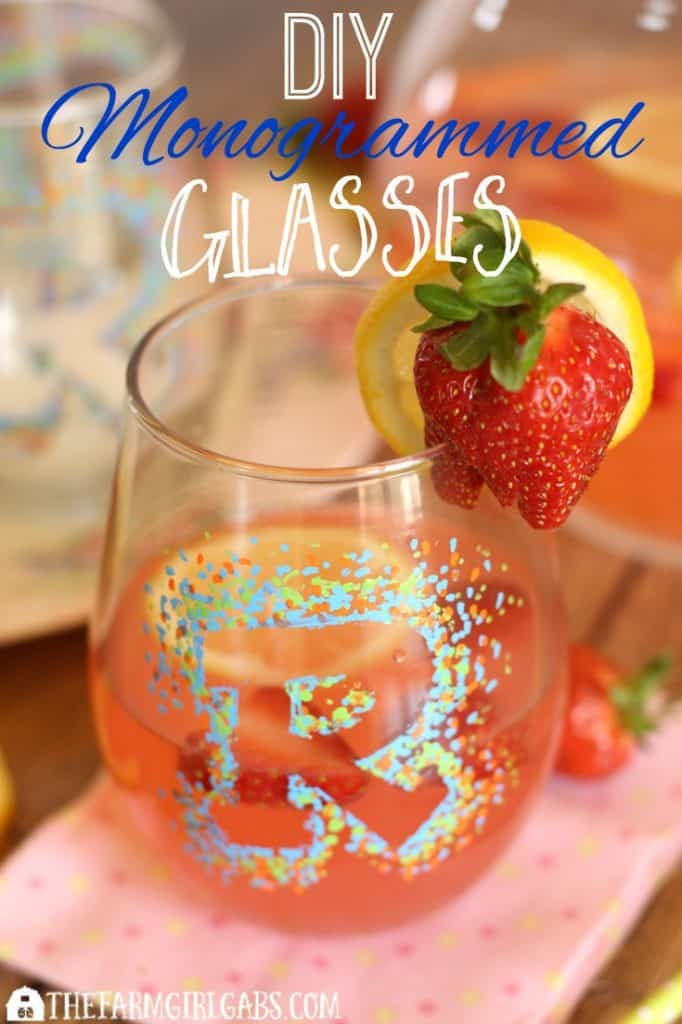 DIY Monogrammed Sharpie Glasses are perfect for entertaining all year long. This easy DIY craft project requires little time and no craft ability at all! AD #FarmhouseStyle #DIY #Craft #SharpiePaintCreate #Pmedia