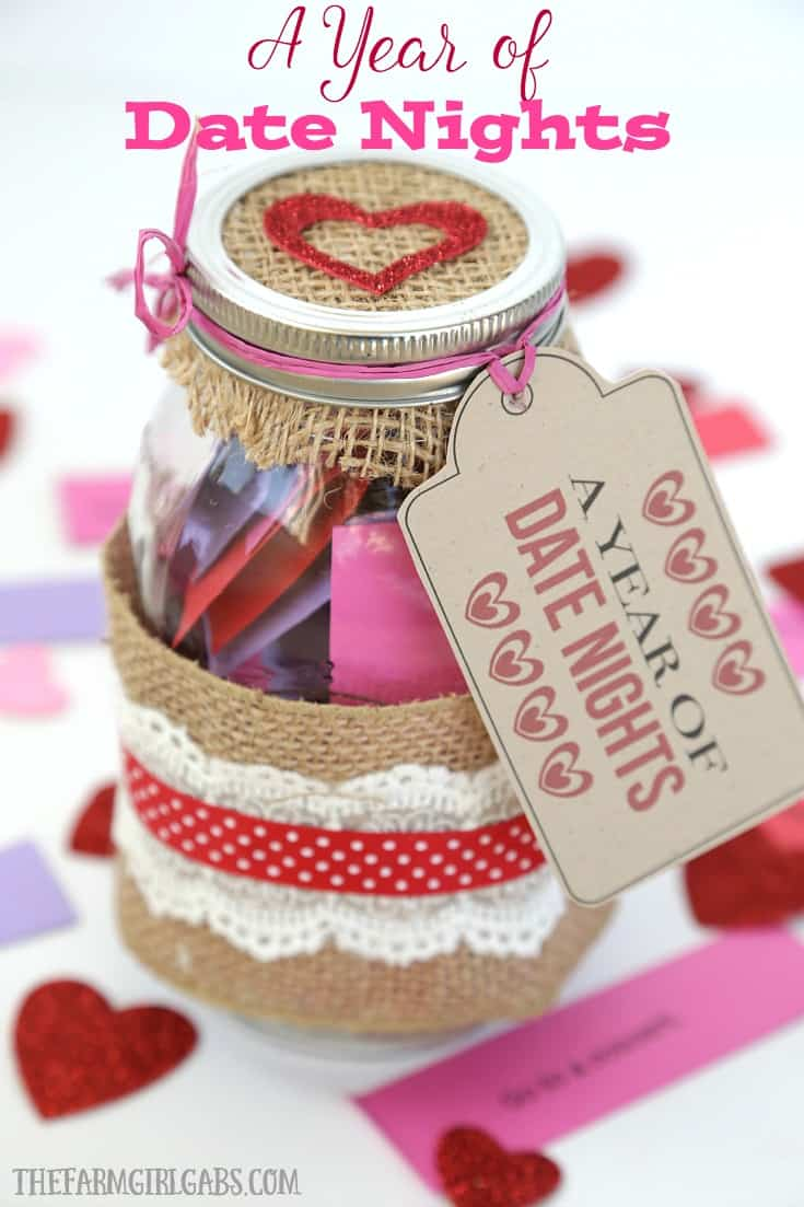 Looking for a fun gift idea to give to your spouse or partner? This Date Night In A Jar has a lot of fun date ideas for every budget! #ValentinesDay #GiftIdeas #DateNight #DateIdeas #MasonJar #MasonJarCraft #ValentinesDayCraft #RomanceTips