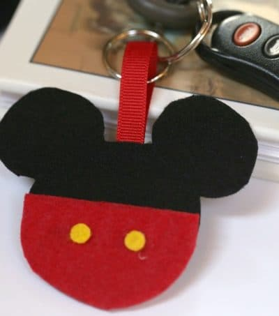 Isn't this adorable! This DIY Mickey Mouse Keychain is a super simple Disney craft. It is also a great fish extender to make for your upcoming Disney Cruise.