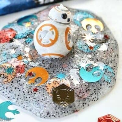 Celebrate Star Wars Day all year long. The force is strong with this slime project! You'll rule the galaxy with this easy DIY Star Wars Slime. #MayThe4thBeWithYou #StarWarsCraft #SlimeRecipe