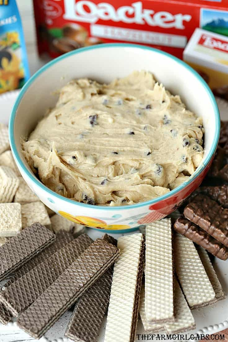 Serve this yummy Peanut Butter Chocolate Chip Cookie Dip at your next party. It's perfect for dessert. #Ad #LoackerLove
