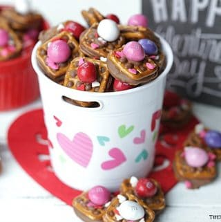A little bit sweet, a little bit salty and oh so good! TheseValentine ROLO Pretzel Sandwiches are a sweet treat for Valentine's Day.