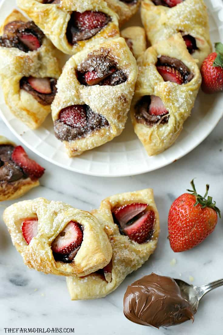 With just three main ingredients, Strawberry Nutella Pastries are a drool-worthy dessert that everyone will love. #strawberryrecipe #nutella #dessert #breakfastrecipe