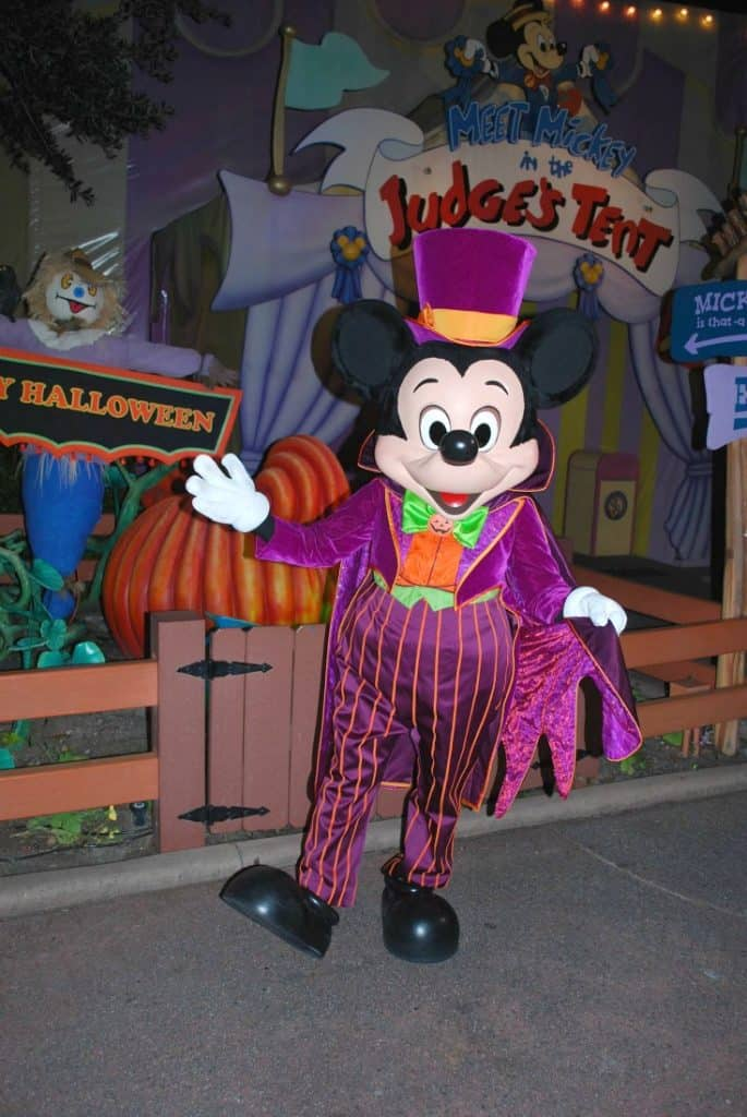 Boo to you and you and you! Get your Halloween on at Walt Disney World. Here are Spooktacular Tips for Mickey's Not So Scary Halloween Party. #waltdisneyworld #disneyland #halloween #mnsshp #disneyprincess #disneyworld #disneyhalloween