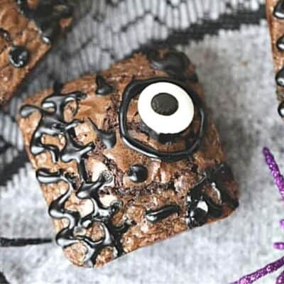 These Hocus Pocus Brownies will definitely put a delicious spell on you. These spellbinding brownies are the perfect spell to make for Halloween.