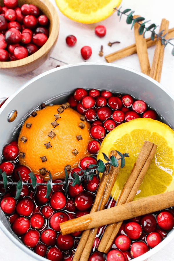 This holiday stovetop potpourri is the perfect blend to make for the holiday season. Make a batch and leave it simmering on your stove all day for an amazing holiday aroma. #Potpourri #StovetopPotpourri #Christmas #ChristmasDecoration #DIY #PotpourriRecipe #SimmeringPotpourri