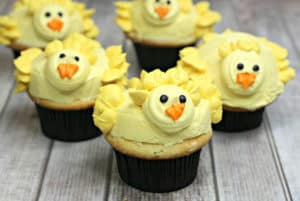 Can these Peep Cupcakes be any cuter? These cupcakes are the perfect spring dessert recipe to celebrate spring, Easter and warmer weather. #peepcupcakes #peeps #EasterRecipe