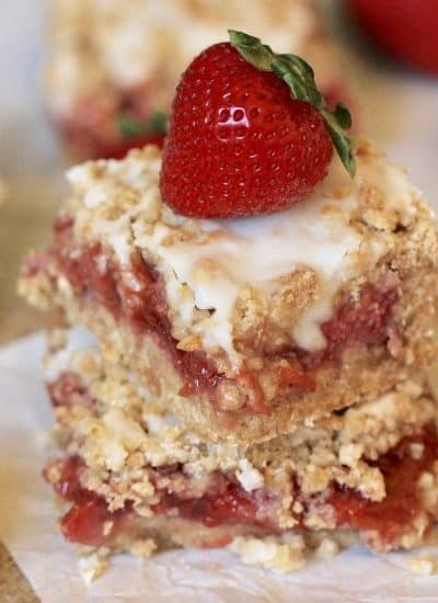 These Strawberry Rhubarb Oatmeal Bars are the perfect summer dessert! Strawberries and rhubarb pair perfectly together in this tasty bar recipe. This strawberry rhubarb bar recipe has a delicious oatmeal cookie topping.