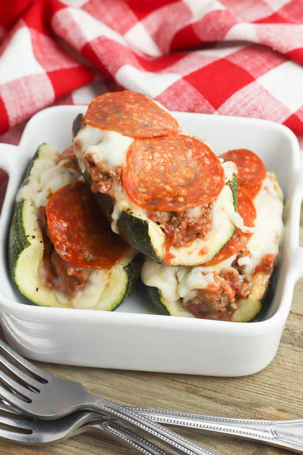Ready for a delicious low-carb meal idea? This Stuffed Pizza Zucchini Boats recipe is a perfect low carb dinner option or side dish. This easy zucchini recipe is perfect for summer. #zucchini #lowcarbrecipe #zucchiniboats