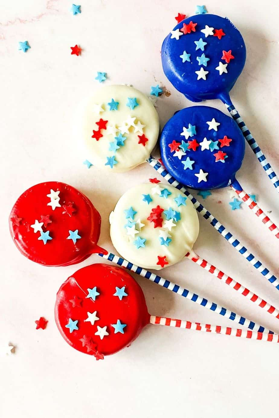 Patriotic Oreo Pops are a fun red, white and blue snack recipe to celebration the 4th of July or Memorial Day. Show you patriotic spirit and whip of a batch of these quick and easy cookie snacks.